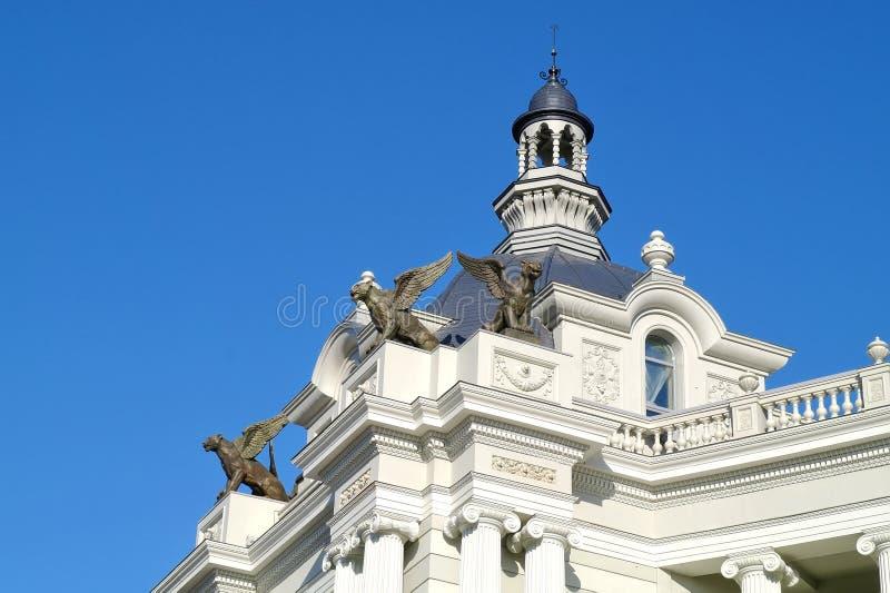 喀山 在农夫宫殿屋顶的雕塑  免版税库存图片