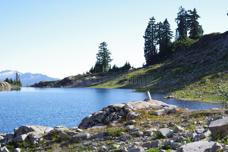 喀斯喀特山脉火山的湖安 免版税库存照片