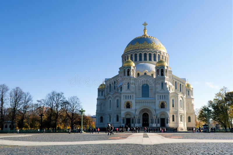喀琅施塔得,俄罗斯,2018年10月 船锚正方形和海军大教堂 免版税图库摄影