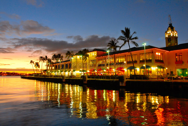 喂夏威夷塔视图 免版税库存图片