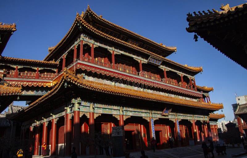 喇嘛寺庙Yonghegong在北京,中国在1694年建立了 一万幸福亭子  五颜六色和精心制作的12月 库存图片