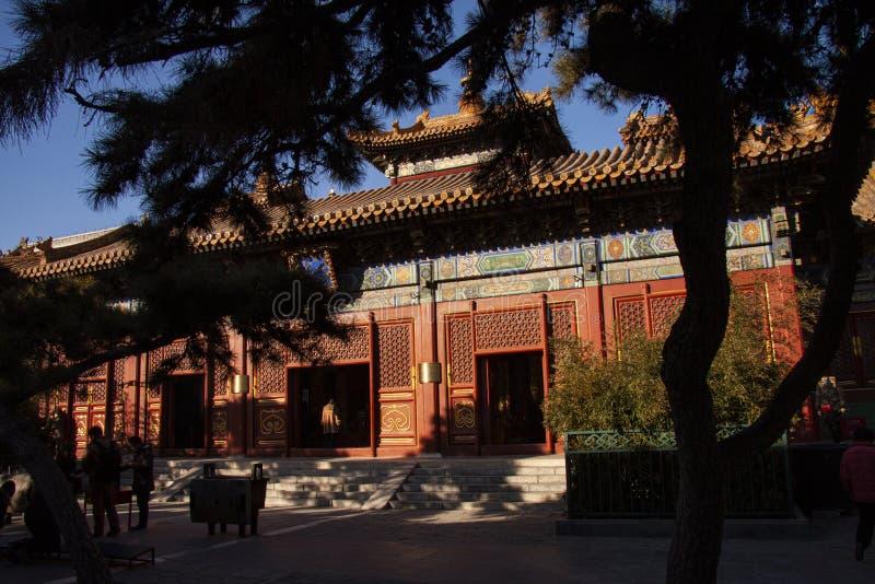 喇嘛寺庙Yonghegong在北京,中国在1694年建立了 一万幸福亭子  五颜六色和精心制作的12月 免版税图库摄影