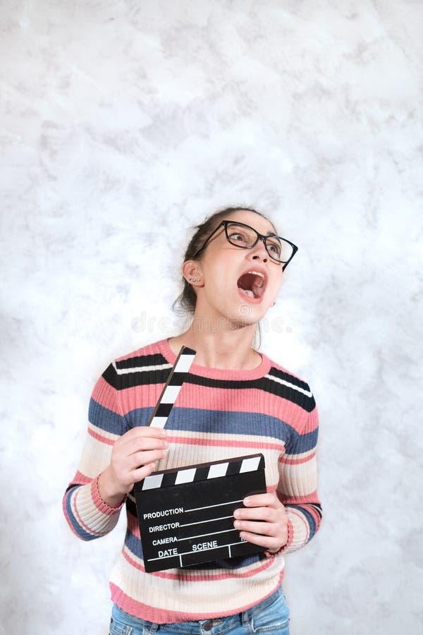 喜剧电影滑稽的鬼脸妇女面孔表示 免版税图库摄影