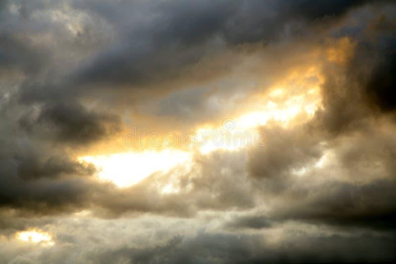 喜怒无常的天空 库存照片