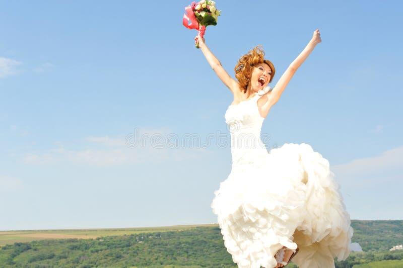 喜悦的新娘jumpijng 库存图片