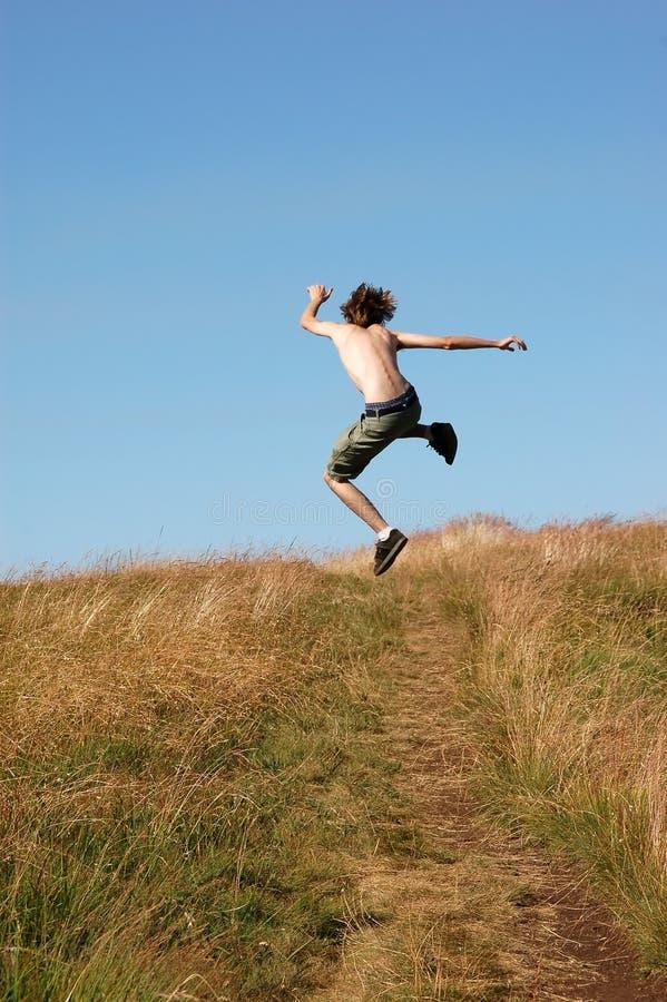 喜悦跳的人年轻人 免版税库存照片