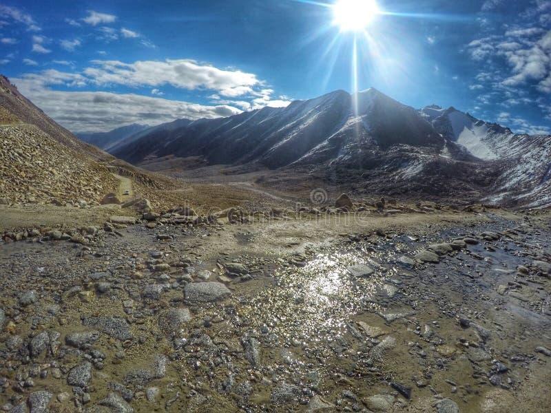 喜马拉雅山山路视图 库存图片
