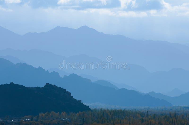 喜马拉雅山的迷雾山脉 图库摄影