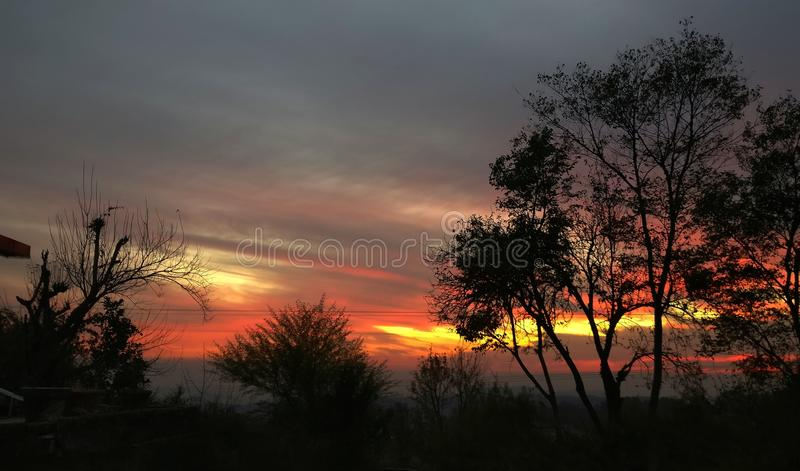 喜马拉雅日落的生动的颜色 免版税库存照片