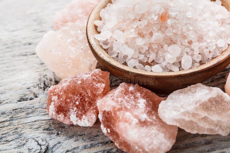 喜马拉雅桃红色水晶盐 库存照片