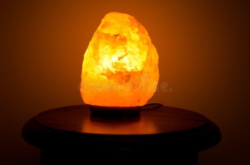 喜马拉雅盐灯 免版税库存图片