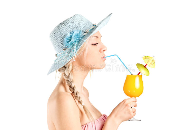 喝与秸杆的女孩一个鸡尾酒 图库摄影