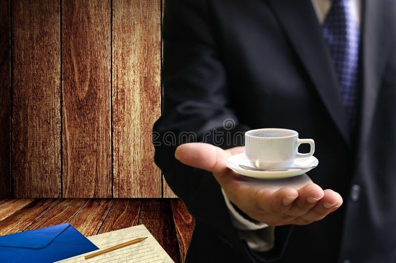 喝咖啡并且写信 免版税库存图片