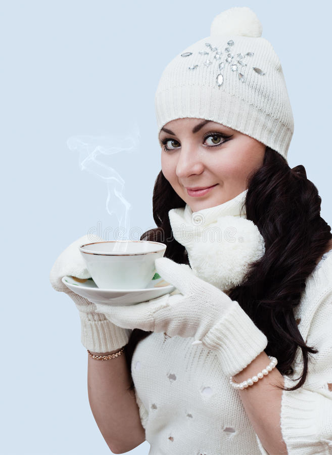 喝热咖啡的女孩 免版税库存图片