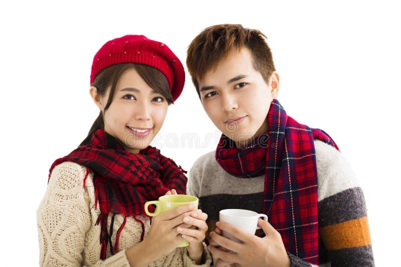Download 喝热的茶的年轻夫妇隔绝在白色背景 库存照片. 图片 包括有 查出, 帽子, 季节, 夫妇, 女孩, 饮料 - 59103720