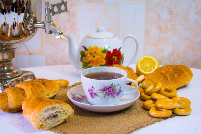 喝的茶,俄国式茶炊茶 库存照片