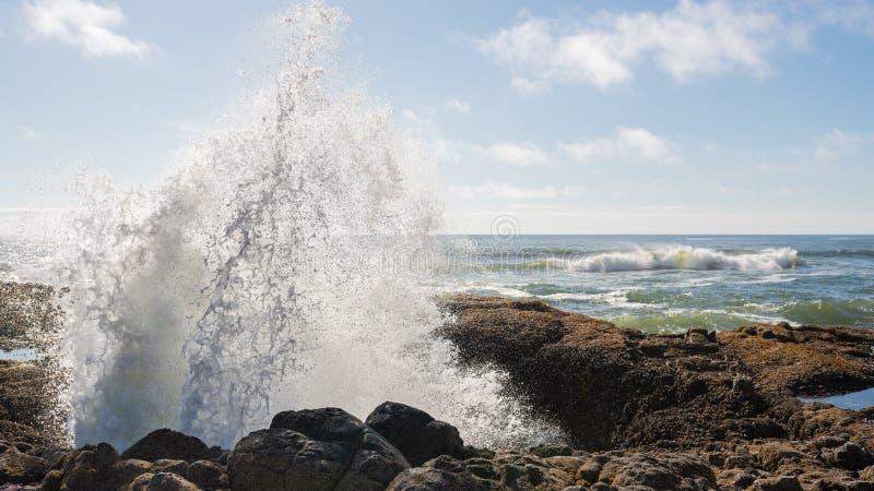 喷发在托尔` s井外面的水 库存照片