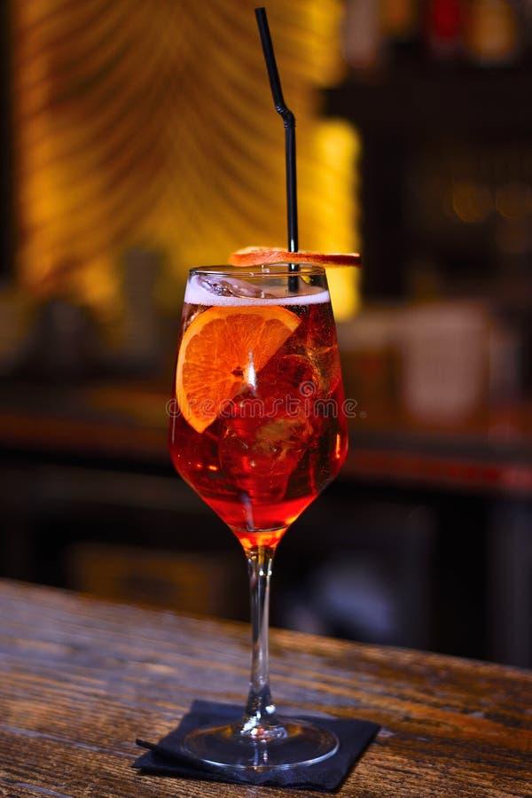 喷在酒吧的Aperol有背景 免版税图库摄影
