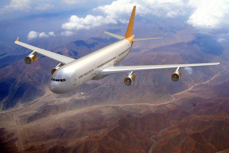 喷气机在天空的飞机飞行,地形背景 免版税库存图片