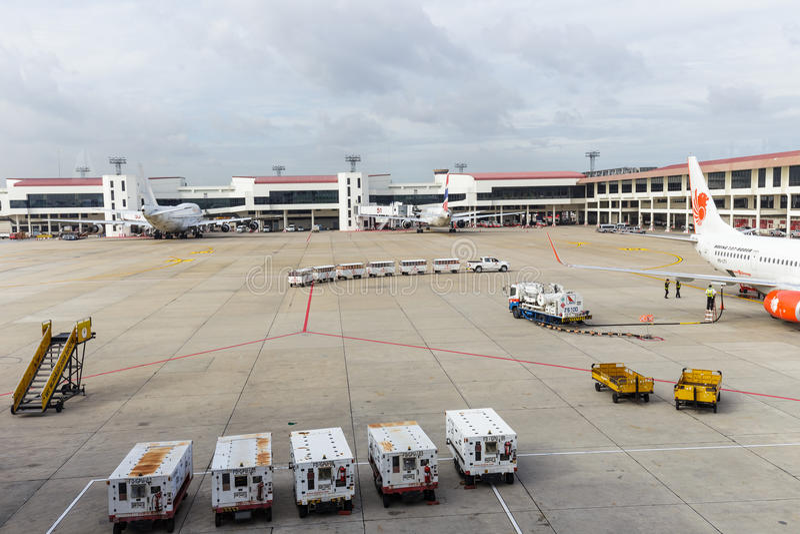 喷气机方式从终端到在唐相互的Mueang的波音737航空器 库存照片