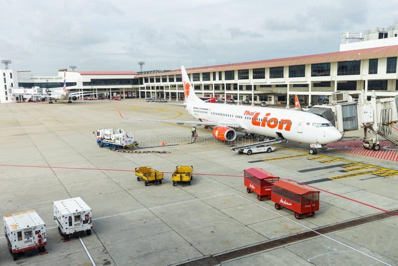 喷气机方式从终端到在唐相互的Mueang的波音737航空器 库存图片