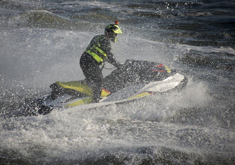 喷气机滑雪者伯恩茅斯沿海岸区 免版税库存图片
