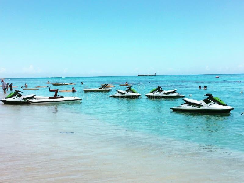 喷气机滑雪-在西部海湾海滩洪都拉斯海滩的乐趣  库存照片