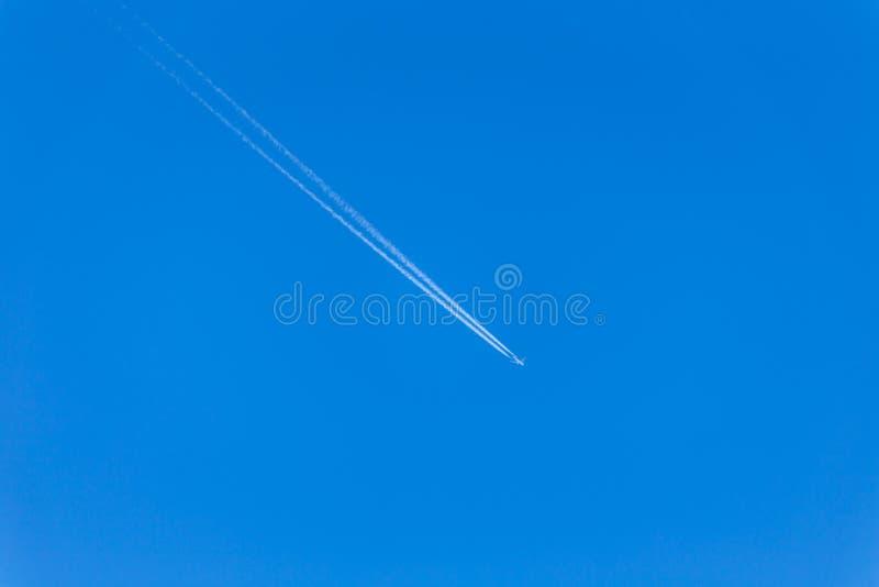 喷气机 航空器的反向踪影 库存照片