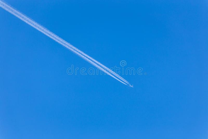 喷气机 航空器的反向踪影 图库摄影