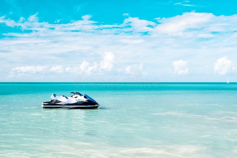 喷气机滑雪在加勒比海停泊了 免版税库存照片