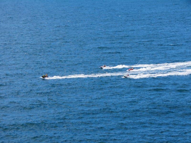 喷气机滑雪在蓝色海 免版税库存图片
