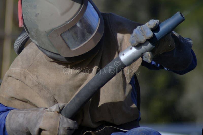 喷沙清理器在工作 免版税库存照片