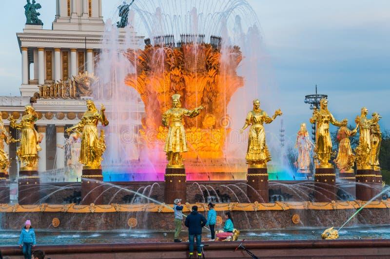 """喷泉'人民的友谊有光的和亭子â """"– 1的片段'中央'在VDNH 库存照片"""