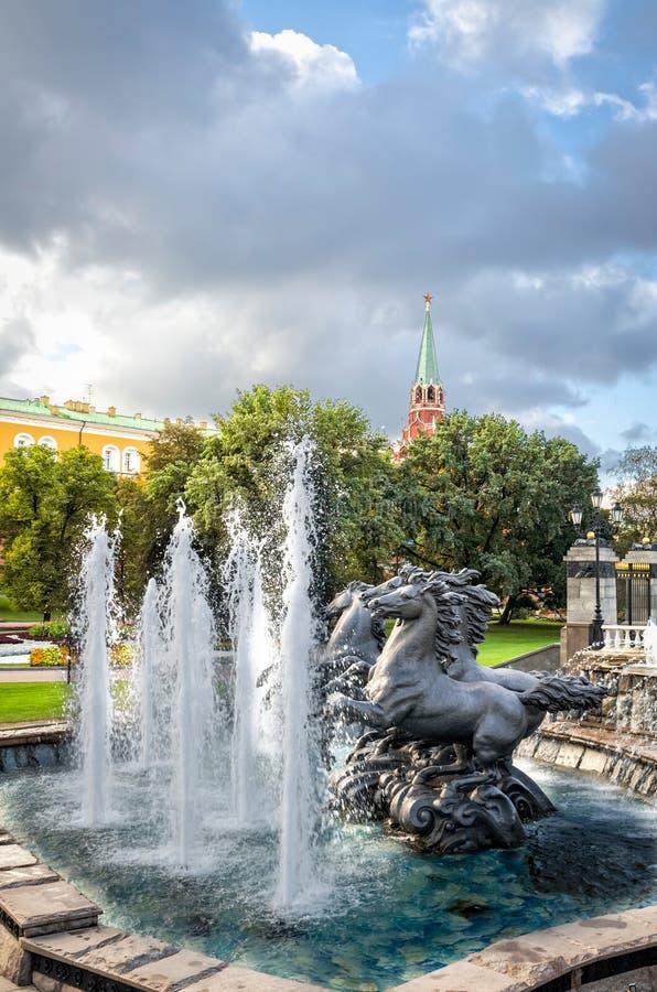 喷泉四个季节在莫斯科 库存图片