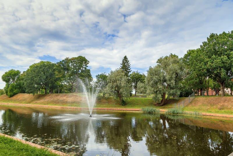 喷泉在公园,派尔努,爱沙尼亚 免版税图库摄影