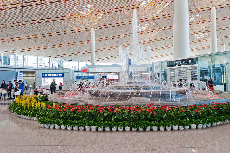 喷泉在北京首都国际机场 库存照片