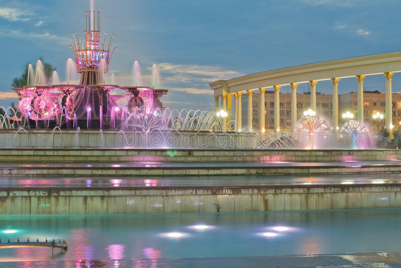 喷泉在卡扎克斯坦,阿尔玛蒂国家公园 库存图片