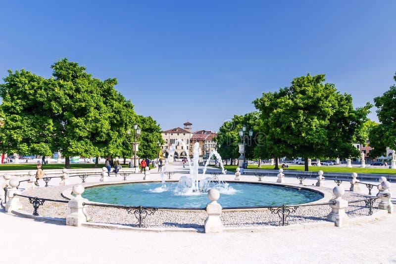 喷泉在市帕多瓦,意大利 免版税库存图片