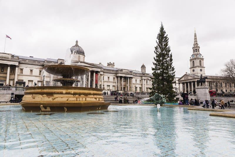 喷泉在特拉法加广场,伦敦,英国 图库摄影