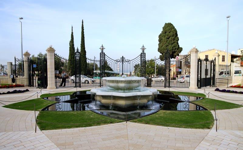 喷泉在Bahai庭院里在海法,以色列 免版税库存照片