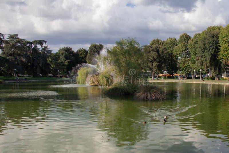喷泉在Fortezza da男低音庭院里  佛罗伦萨 意大利 库存图片