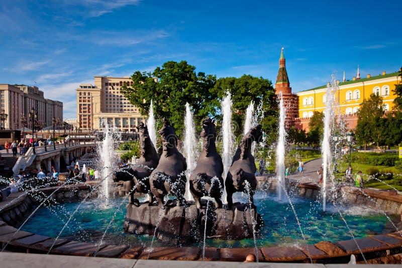 喷泉在Manezh广场的四个季节在莫斯科,俄罗斯 免版税库存照片