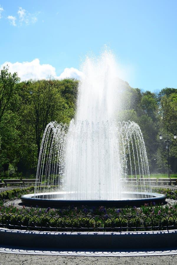 喷泉在Uzupis公园在维尔纽斯镇 库存图片