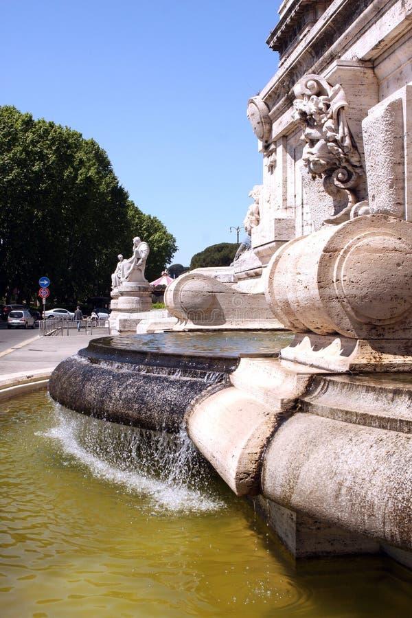 喷泉最高法院罗马意大利 免版税库存照片