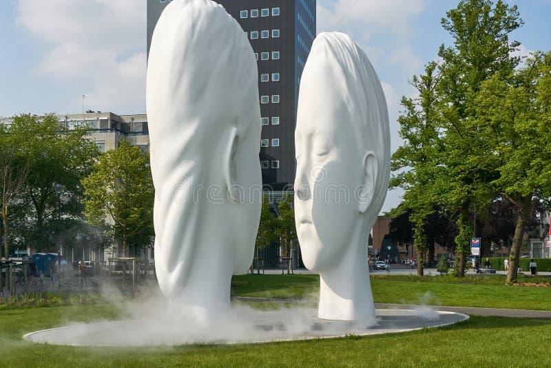 喷泉爱Jaume Plensa在吕伐登 免版税库存照片