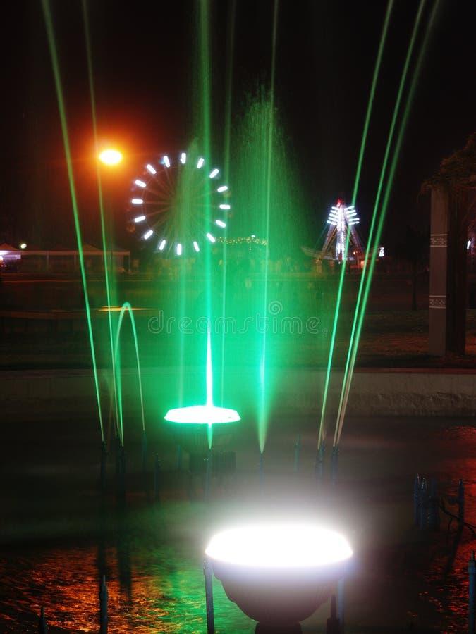 喷泉绿色白色 免版税库存图片