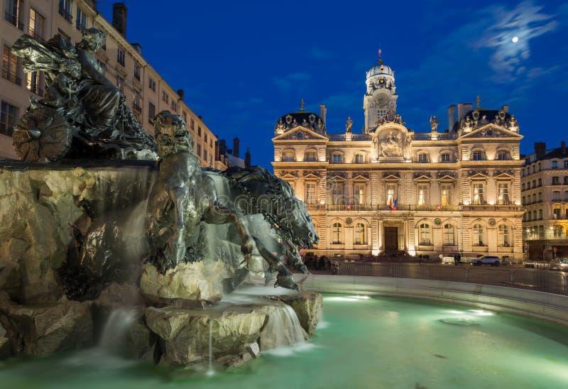 喷泉Bartholdi在晚上 免版税图库摄影