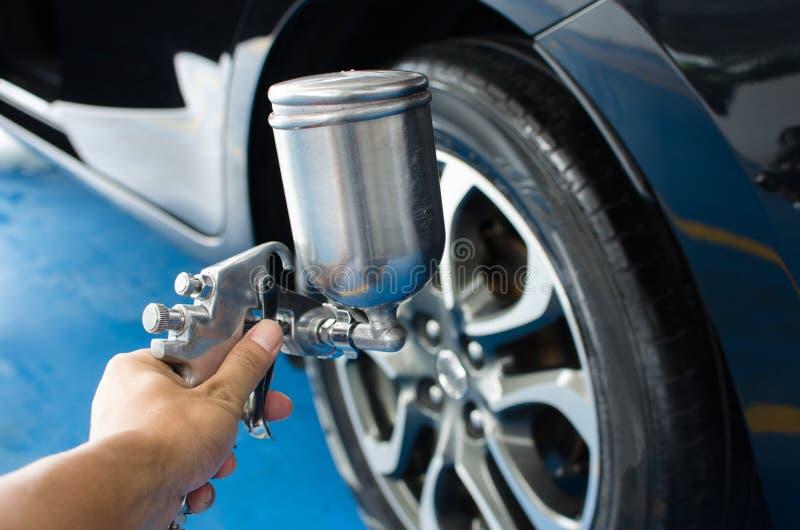 喷洒轮胎液体 免版税库存照片