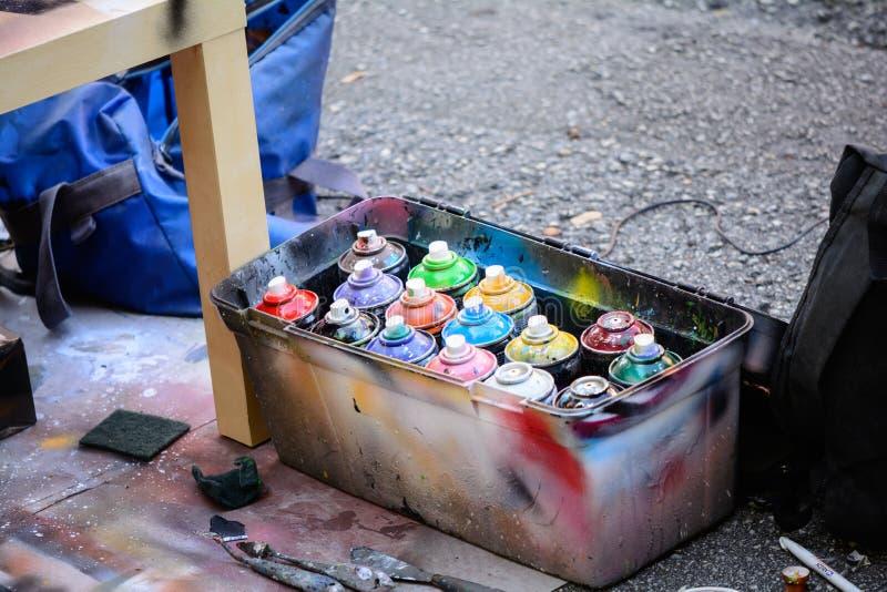 喷漆分配器用不同的颜色 免版税库存图片