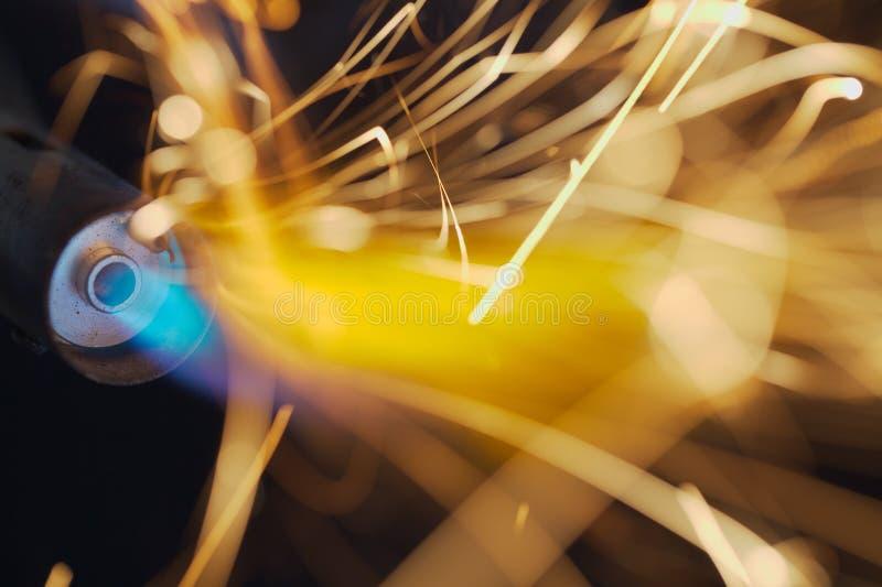 喷灯火焰和火花 免版税库存照片